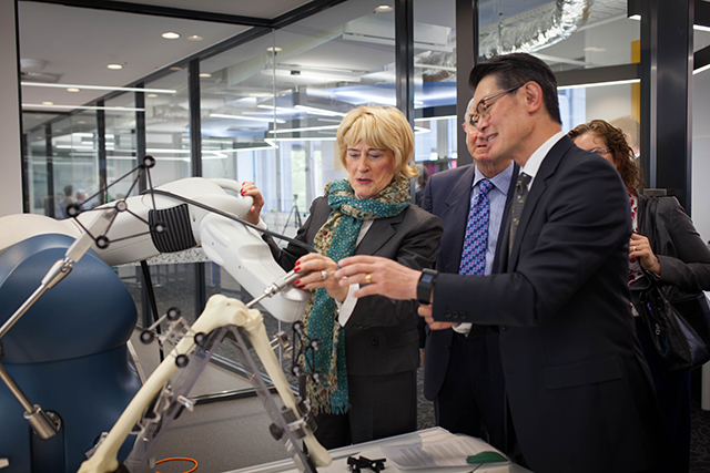 Professor Peter Choong demonstrating the Centre's capabilities.